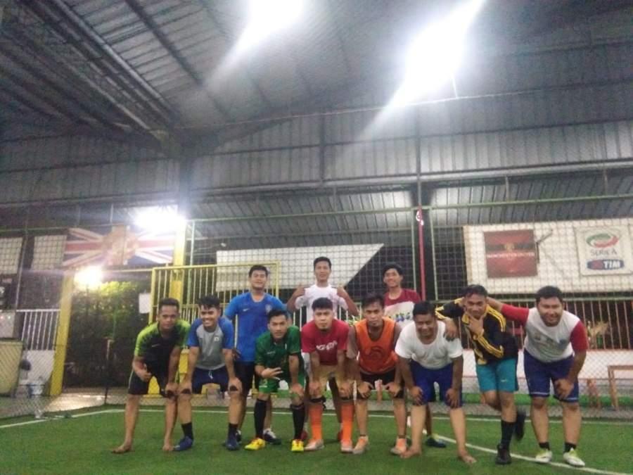 Tim SIWO PWI Kabupaten Tangerang Lakukan Eksebisi Futsal Lawan PT. PMB