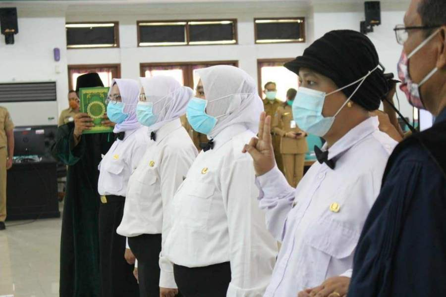 Foto : 35 Bidan Mengikuti  Sumpah/Janji PNS Kabupaten Tangerang