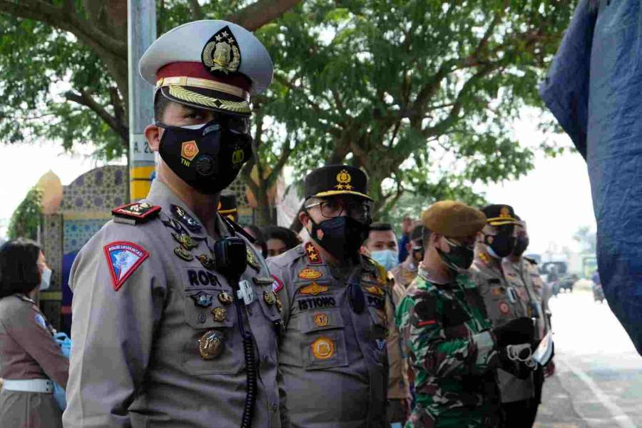 Tinjau Pelaksanaan PPKM, Kakorlantas Polri Kunjungi Posko Penyekatan Jayanti