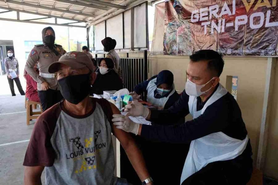 Sukseskan Program Pemerintah, Satlantas Polresta Tangerang Gelar Vaksinasi bagi Pemohon SIM