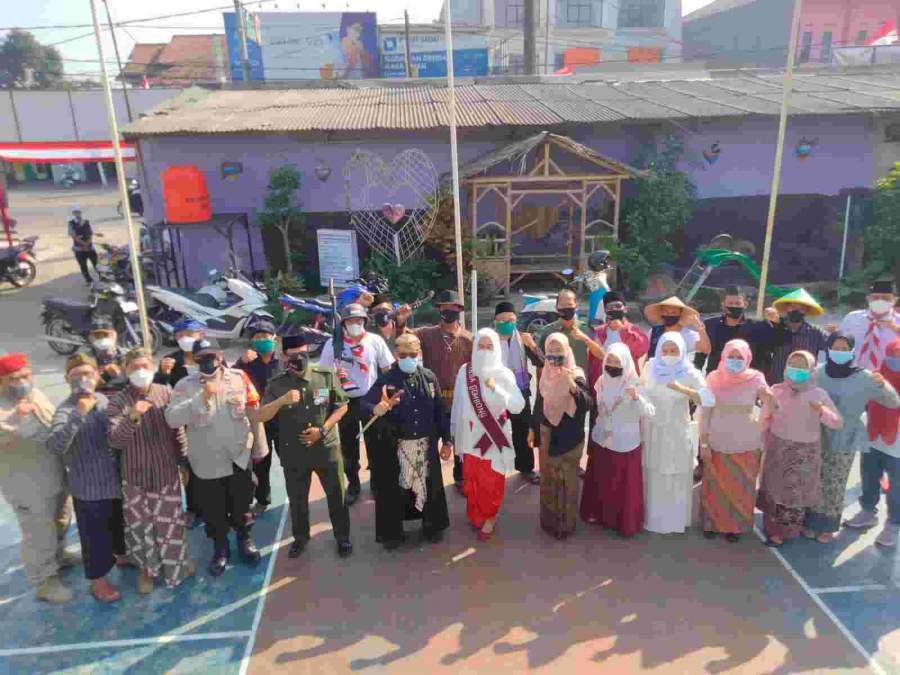 Pemdes Gembong Berbagi Kegembiraan Sambut HUT Kemerdekaan RI Ke-76 Dengan Berbagi Sembako Dan Masker