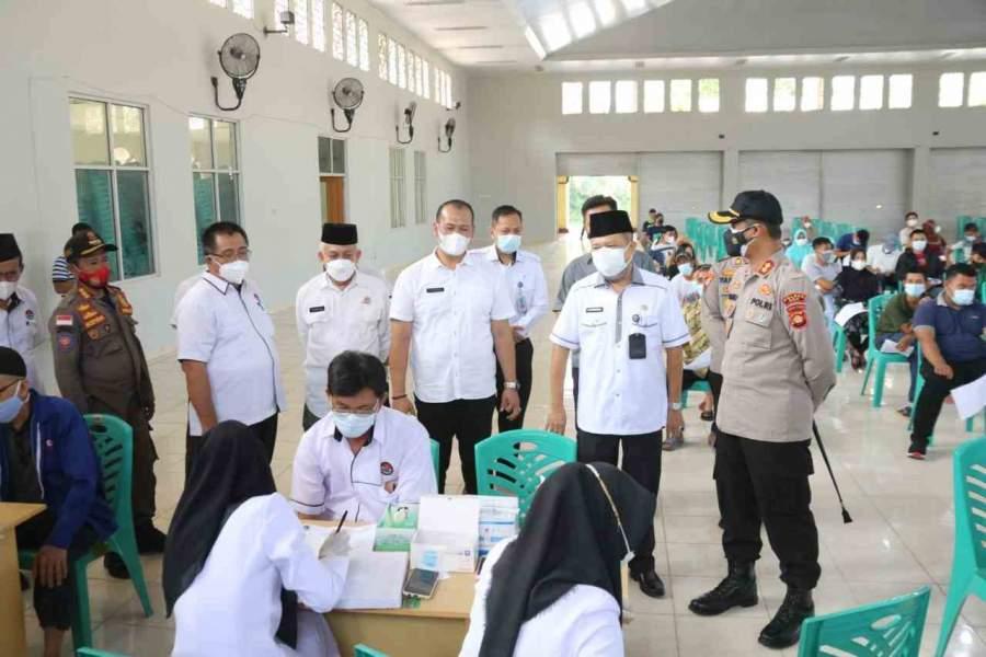 SEKDA Hadiri Acara Vaksinasi Massal Covid-19 Bersama Polres OKU dan FKUB Kabupaten OKU